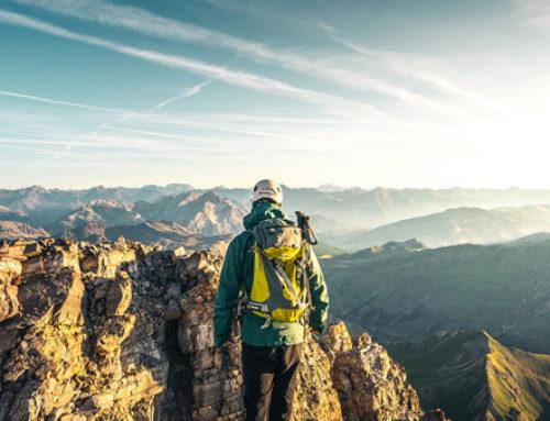 Regarde en haut !Ouvre grand les yeux et suis la voie des villages d'alpinisme du massif des Ecrins